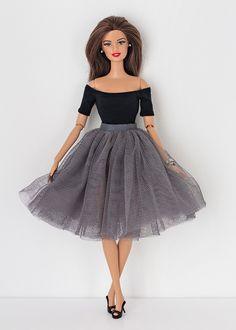Barbie kleding Tulle rok in 8 kleuren te kiezen PoppyTulle skirt for Barbie and Poppy Parker. 8 colors to chooseTulle skirts for barbie shopgirl dress for barbie chanel purses for barbie red faux leather suit chanel s Moda Barbie, Barbie Et Ken, Barbie Mode, Barbie Barbie, Sewing Barbie Clothes, Barbie Sewing Patterns, Girl Doll Clothes, Origami Vestidos, Barbies Pics