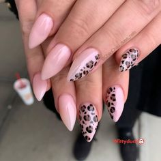 Stylish And Simple Nail Design Ideas - Wittyduck Cute Almond Nails, Almond Nail Art, Matte Nail Art, New Nail Art, Simple Nail Designs, Nail Art Designs, Classy Nail Art, Mermaid Tattoo Designs, Abstract Nail Art