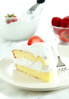 This gluten free sponge cake is light and airy, and so simple to make. Serve it with fresh whipped cream and strawberries on a hot day. It's perfect for Memorial Day, or any day! Gluten Free Sweets, Gluten Free Cakes, Gluten Free Baking, Gluten Free Sponge Cake, Sponge Cake Recipes, Sin Gluten, Gluten Free Birthday Cake, Birthday Cakes, Chocolate Hazelnut Cake