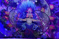 Grupo Mascarada Carnaval: Mary Hernández Rodríguez, primera regente en subir...