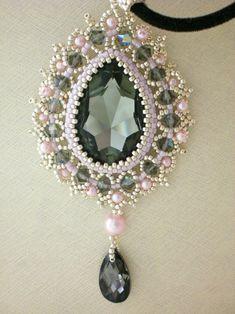 Seed Bead Jewelry, Bead Jewellery, Beaded Jewelry, Jewlery, Crystal Pendant, Crystal Necklace, Bead Embroidery Jewelry, Idee Diy, Polymer Clay Pendant