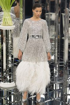 Chanel - Spring 2017 Couture Fashion Show Paris Fashion Week PFW Haute Couture Fashion Week, Fashion 2017, Love Fashion, Runway Fashion, High Fashion, Fashion Show, Fashion Dresses, Fashion Looks, Fashion Design