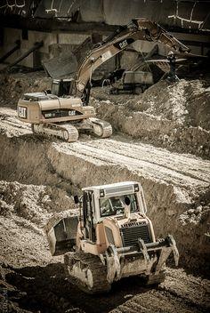 Engins de chantier en manoeuvres