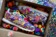 Reebok just made us all cry because the show brand is teaming up with icon Lisa Frank. That sentence alone probably made of the population cry and smile at the same time. The Lisa Frank x. Lisa Frank Pajamas, 90s Shoes, Lisa Frank Stickers, Tennis Photography, Rainbow Sneakers, Kristina Webb, Mode Glamour, Colorful Shoes, Classic Leather