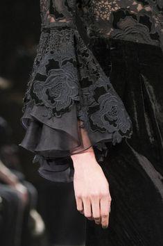 Badgley Mischka bei der New York Fashion Week Herbst 2017 - Details Runway-Fotos 2019 Abaya Designs, Kurti Sleeves Design, Sleeves Designs For Dresses, Sleeve Designs, New York Fashion, Fashion Week, Fall Fashion, Abaya Fashion, Couture Fashion