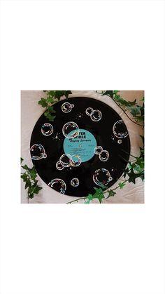 Bubble Painting, Bubble Art, Record Crafts, Vinyl Record Projects, Record Wall Art, Cd Art, Vinyl Art, Vinyl Records, Hand Painted