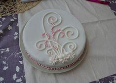 Red Velvet Cake - Červený samet recept - TopRecepty.cz Velvet Cake, Red Velvet, Decorative Plates, Birthday Cake, Desserts, Food, Tailgate Desserts, Deserts, Birthday Cakes