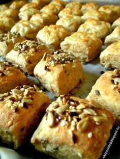 Teljes kiőrlésű magos-túrós pogácsa Healthy Cake, Healthy Recipes, Winter Food, Healthy Lifestyle, Bakery, Deserts, Food And Drink, Yummy Food, Snacks