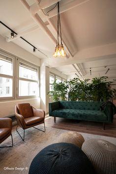Gemütliche Bürositzecke mit Kombination aus verschiedenen Textilien. Design, Textiles