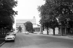 Görgey Artúr utca (Felszabadítók útja), szemban a SZOT székház és a Rónai Sándor művelődési központ. Utca, The Past, Street View, Traditional, History, Life, Historia