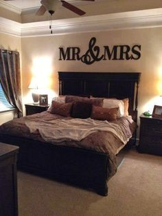 master bedroom Lovely laminate floors. Saw similar ones at http://www.simiflooring.com/