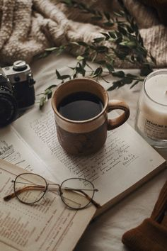 Discover recipes, home ideas, style inspiration and other ideas to try. Cozy Aesthetic, Brown Aesthetic, Autumn Aesthetic, Aesthetic Vintage, Aesthetic Photo, Flat Lay Photography, Coffee Photography, Fashion Photography, Coffee And Books