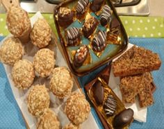 Alfajores de banana bañados en chocolate y barritas de cereal caseras Banana Split, Spanish Desserts, Pasta Casera, Muffin, Goodies, Snacks, Breakfast, Food, Youtube