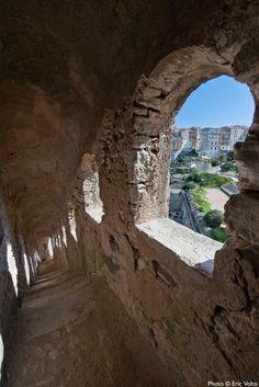 Vue d'une partie de la citadelle via le chemin de ronde  Crédit-photos: Eric Volto