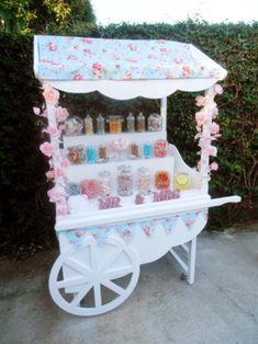 Resultado de imagen de how to make a collapsible candy cart Candy Table, Candy Buffet, Dessert Table, A Table, Candy Bar Vintage, Candy Booth, Sweet Carts, Ice Cream Cart, Lolly Buffet