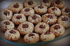Lieskovcové dukátiky s Nutellou - Recept pre každého kuchára, množstvo receptov pre pečenie a varenie. Recepty pre chutný život. Slovenské jedlá a medzinárodná kuchyňa Sweet Desserts, Doughnut, Nutella, Muffin, Food And Drink, Cookies, Baking, Breakfast, Cake