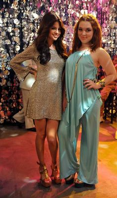 Selena Gomez and Jennifer Stone in series ''The Wizards of Waverly Place''( 4th season).