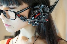 Between cyberpunk, cosplay and DIY, here are the impressive creations of the Japanese Hiroto Ikeuchi, who handcrafts wearable functional futuristic objects and accessories Cyberpunk Mode, Cyberpunk Girl, Cyberpunk Aesthetic, Arte Cyberpunk, Cyberpunk Character, Cyberpunk Fashion, Female Cyborg, Futuristic Armour, Military Women