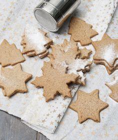 Χριστουγεννιάτικα μπισκότα με μπαχαρικά - Στέλιος Παρλιάρος Sweet Recipes, New Recipes, Holiday Recipes, Cookie Recipes, Favorite Recipes, Greek Dishes, Christmas Presents, Xmas, Cookies
