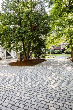 Stamped driveway using Villagio pavers by Techo-Bloc Modern Driveway, Driveway Design, Patio Design, Driveway Ideas, Pavers Ideas, Permeable Driveway, Paver Walkway, Driveways, Walkways