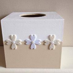 boite mouchoirs en serviettage rubans fantaisie fleurs papier scrap 39 finition vernis colle et. Black Bedroom Furniture Sets. Home Design Ideas