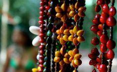 Colares de sementes