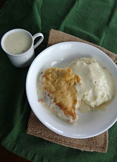 Half roasted chicken and gravy – Liver and Onions Recipe – Half-Fried Chicken and Sauce – Liver … Chicken Fried Steak, Oven Roasted Chicken, Baked Chicken, Chicken Gravy, Cinnamon Chicken, Onion Recipes, Apple Recipes, Great Recipes, Chicken Recipes
