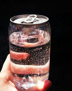 #packaging ガラスのカン とても綺麗だと思うし、全部の缶がこうなればいいのにと見たとき思った。飲み物が美味しくよりみえるとおもう