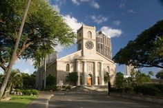 Discover the Kawaiaha'o Church, a historic building in the center of the city. It  was the national church of the Kingdom of Hawaii during the nineteenth century and it is one of the oldest Christian buildings of the island.