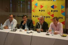 Pablo Walter, Alfredo Schiavoni, Federico Pinedo y Rogelio Frigerio en conferencia de prensa
