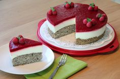 Himbeer-Jogurt-Mohn Torte I do not like heavy, heavy pies, but rather light, if possible fruity pies. Yogurt Recipes, Baking Recipes, Cake Recipes, Cake & Co, Food Cakes, Creative Food, No Bake Cake, Sweet Recipes, Recipes