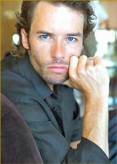 Guy Pearce.... so much hotter now than when he was younger