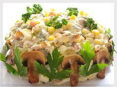 Безумно вкусно-нежный пирог с зеленым луком, курицей и сырной корочкой.: Салат «Осенний» с курицей, грибами и маринованными огурцами