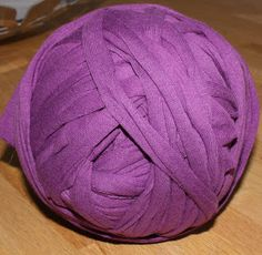 Tutorial how to make yarn from old sheets (in dutch)