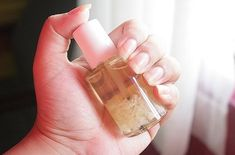 You may have heard about garlic in nail polish, but do you know if it actually works? Well we've put this experiment to the test to see if indeed, adding garlic to your clear nail polish will stren… Grow Nails Faster, How To Grow Nails, Hair And Nails, My Nails, Broken Nails, Clear Nail Polish, Nail Growth Polish, Polish Nails, Brittle Nails