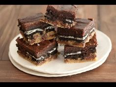 Slutty brownies - Meet the best brownie ever! Layers of cookie dough, oreos and brownie batter all baked together to create Slutty Brownies aka the best thing on earth! Brownie Cookies, Chocolate Chip Cookies, Brownie Oreo, Oreo Brownies, Brownie Batter, Chocolate Morsels, Chocolate Brownies, Oreo Bars, Easy Brownies
