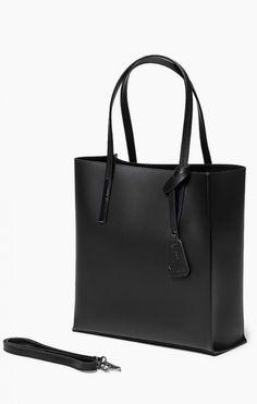 Vera Pelle Włoska Torebka Skóra Shopper Czarna Oryginalna torba damska włoskiej produkcji (Vera Pelle) wykonana ze skóry naturalnej najwyższej jakości. Skóra gładka, gruba i sztywna, miła w dotyku. Torba nie odkształca się i nie zagina, dzięki czemu przez Tote Bag, My Style, Bags, Fashion, Handbags, Moda, Fashion Styles, Totes, Fashion Illustrations