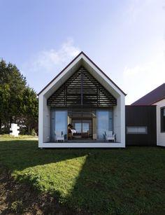 Farmhouse in New Zealand designed by RTA Studio + Richard Naish + Farzana Gujarati. Photo by Whitt Preston.