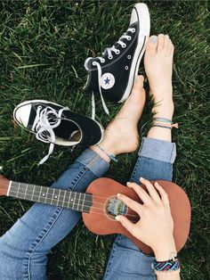 converse and ukulele Music Aesthetic, Aesthetic Girl, Aesthetic Grunge, Aesthetic Vintage, Instruments, Foto Instagram, Instagram Ideas, Jolie Photo, Chuck Taylor Sneakers