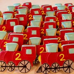 Train cookies by Sara Belle's Bakery. by virgie Trains Birthday Party, Train Party, 2nd Birthday, Birthday Ideas, Ladybug Cookies, Cupcake Cookies, Sugar Cookie Bars, Sugar Cookies Recipe, Train Cupcakes