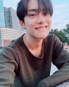 Read Jun from the story Idol as your. Dla: yoonminowe_serduszko Park Junhee as y. Korean Boys Hot, Korean Boys Ulzzang, Korean Couple, Ulzzang Boy, Korean Men, Cute Asian Guys, Cute Guys, Bongyoung Park, Couple Ulzzang