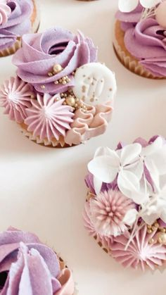 Flower Cupcakes, Pink Cupcakes, Vanilla Cupcakes, Cupcake Birthday Cake, Cupcake Cakes, City Cake, Cake Piping, Piping Tips, Cake Videos