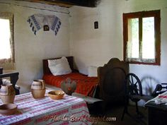 Romanian traditional interior White Wash Walls, Romanian Girls, Traditional Interior, Folklore, Old Houses, Ethnic, House Design, Interiors, Architecture