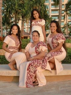 this pin shows the dobbing of dresses and how people can have the same style. Samoan Designs, Polynesian Designs, Samoan Wedding, Polynesian Wedding, Island Wear, Island Outfit, Ethnic Fashion, African Fashion, Samoan Dress