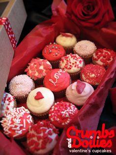 1_valentine cupcakes Valentine Desserts, Valentines Cakes And Cupcakes, Valentines Baking, Valentines Day Treats, Valentine Cookies, Cupcake Cookies, Holiday Treats, Heart Cupcakes, Pink Cupcakes