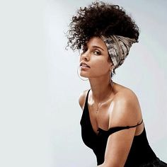 Trending Hairstyle: Permed curly hair @aliciakeys