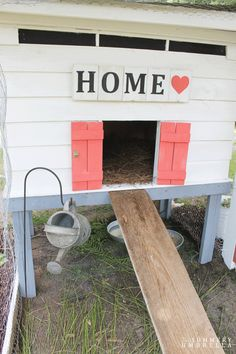 Learn how to create a pretty and functional chicken coop in just a few basic steps. Rustic, modern and beautiful.