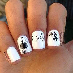 ¡Delicadeza, libertar y misterio en tus uñas con un lindo diseño de diente de león! Encuentra gran variedad de #esmaltes y de accesorios para tu #nailart en www.almashopping.com