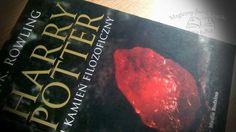 """""""Harry Potter i kamień filozoficzny"""", J.K. Rowling, wyd. Media Rodzina, 2012, do kupienia w księgarni Bonito.pl, recenzja: http://magicznyswiatksiazki.pl/recenzja-harry-potter-i-kamien-filozoficzny-j-k-rowling/"""