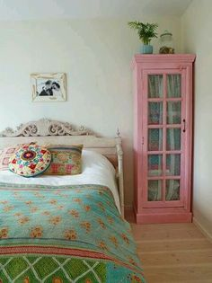 Teen bedroom blue ideas House of Turquoise: Stockholm Bombay Project Black & Brass Interior Design House Of Turquoise, Turquoise Table, Pink Turquoise, Pink Blue, Home Bedroom, Bedroom Decor, Bedroom Ideas, Teen Bedroom, Bedroom Inspiration